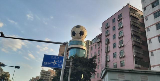 """深圳写字楼:远看似""""足球"""",近看是写字楼-咚咚租"""