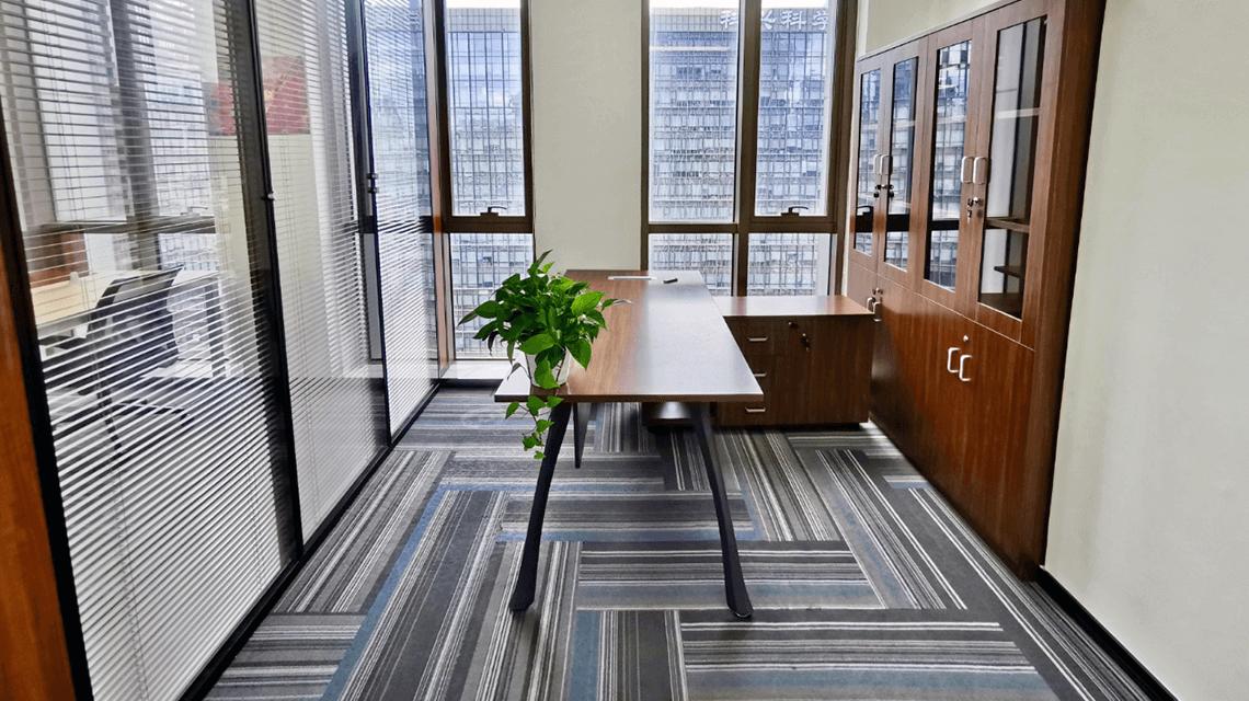 香港核心商业区写字楼租金今年或将下跌18%-咚咚租